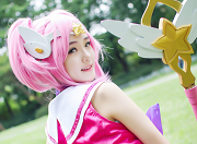 阳光下的美少女:韩国妹子演绎魔法少女