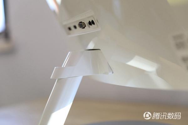 三星27英寸曲面显示器评测 体验佳内置扬声器