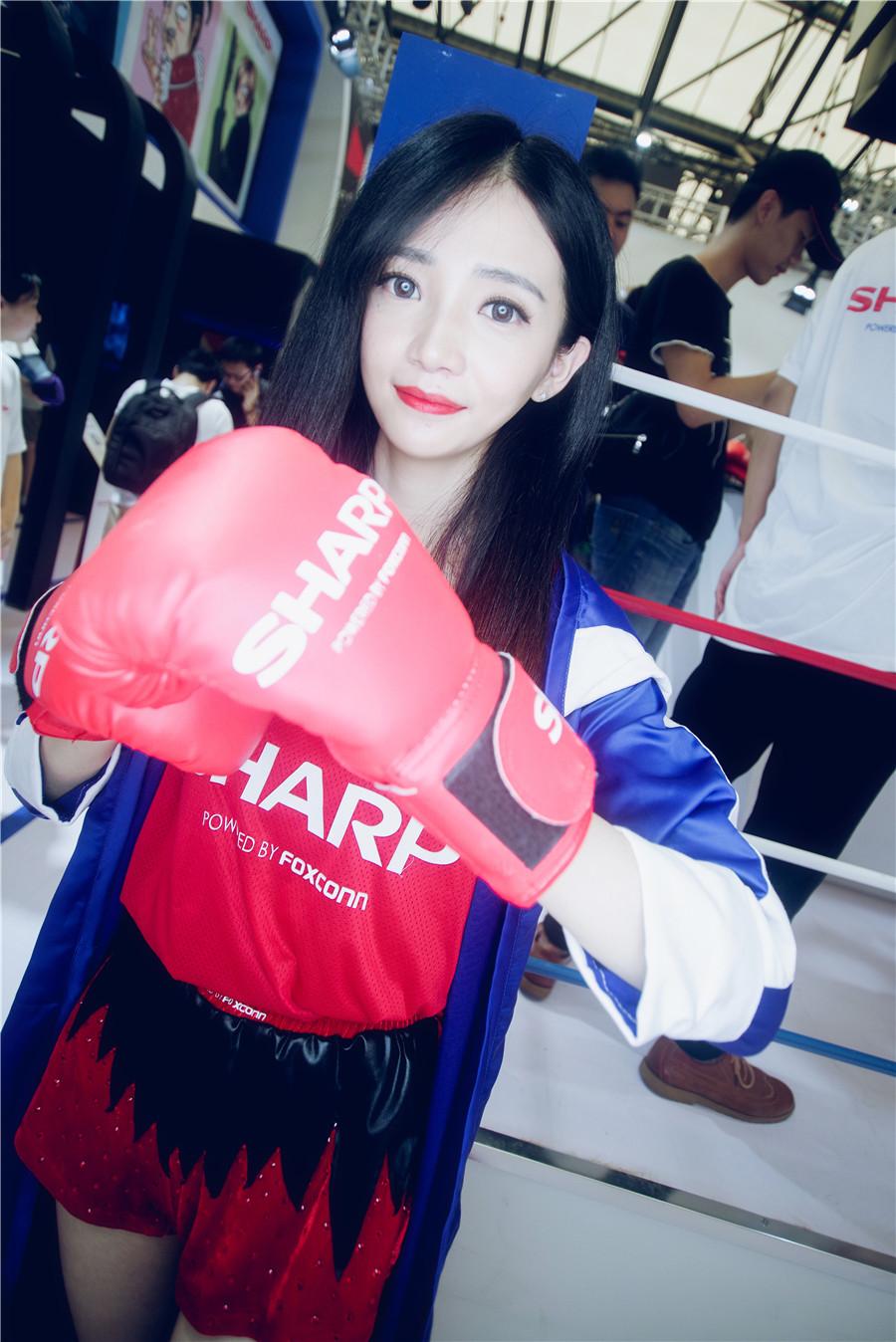 Chinajoy2017夏普展台showgirl唤起童年记忆